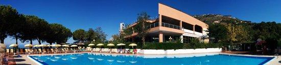 Club Residence Pianeta Maratea: La piscina lato centro polifunzionale