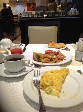 Pinnacle Lumpinee Park Hotel: อาหารเช้า