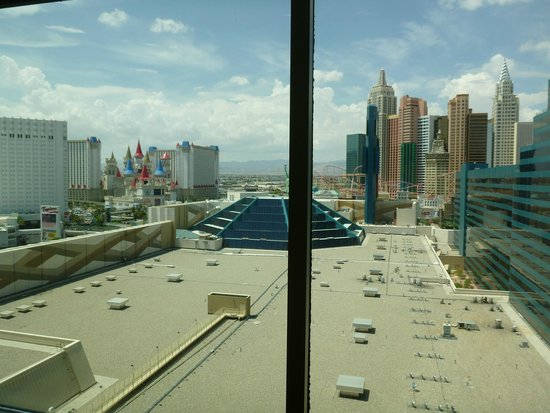MGM Grand Hotel and Casino : Stay Well Double Queen: View from Room