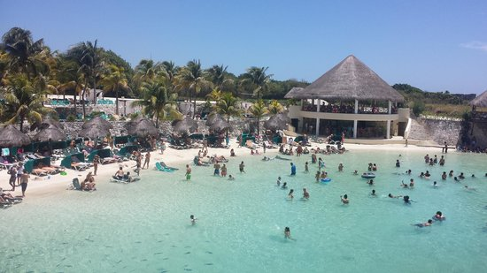 Occidental Grand Xcaret All Inclusive Resort: Beach view from the restaurant