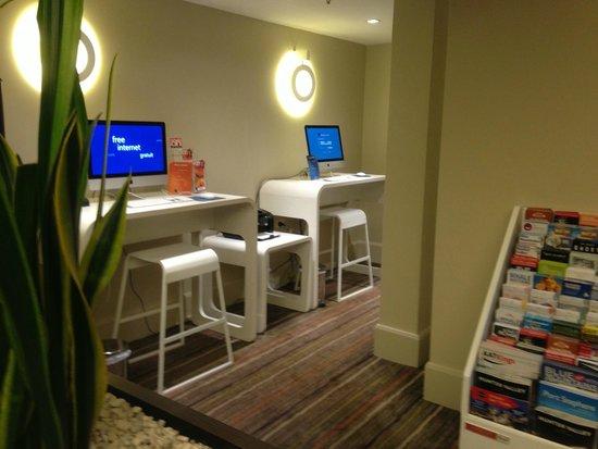 Novotel Sydney Central: desktop computer offering free internet for house guests