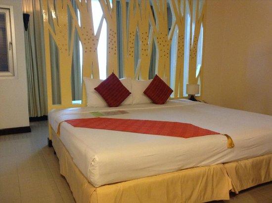 Maninarakorn Hotel: เตียงกว้างมากครับ
