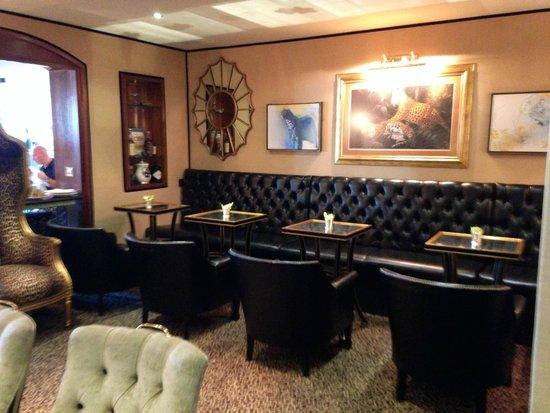 The Duke of Richmond Hotel: Lounge area of restaurant