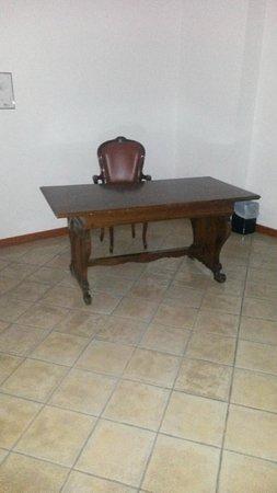 Вальдрагоне, Сан-Марино: Стол с креслом