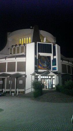 Valdragone, San Marino: Церковь во дворе отеля