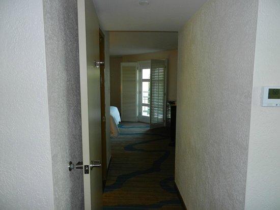 Sheraton Old San Juan Hotel : Hallway between living room and bedroom in Junior Suite