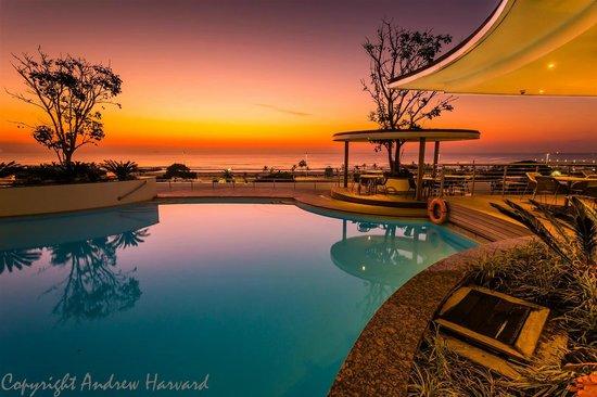 Southern Sun Elangeni & Maharani : Pool deck