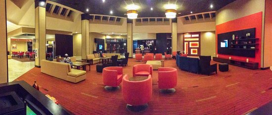 Courtyard Killeen : The lobby is a relaxing space to enjoy a beer or coffee and watch TV