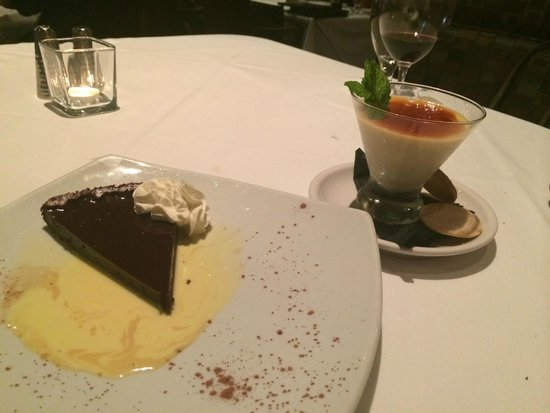 Spaghettini Italian Grill and Jazz Club: Gluten Free Chocolate Cake (tastes like fudge)  & Awesome Butterscotch Pudding