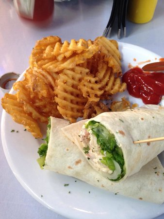 Full Moon Cafe: Shrimp Roanoke Wrap w/fries