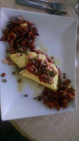 Stone Soup Market & Cafe : Smoked salmon omelet