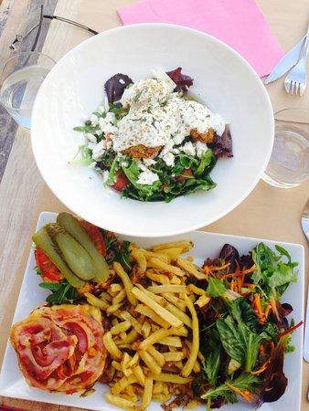 Milwaukee Cafe: Burger et salade grecque