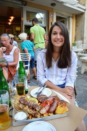 Pane e Souvlaki: Me and mixed grill, having a great time
