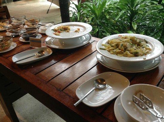 Centara Chaan Talay Resort & Villas Trat: ข้าวต้ม กับข้าว 2 อย่าง