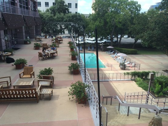 Sheraton Austin at the Capitol: Pool on 1st, restaurant terrace on 2nd floor