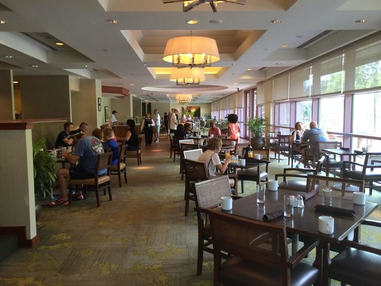 Sheraton Austin at the Capitol: Landmark restaurant inside hotel