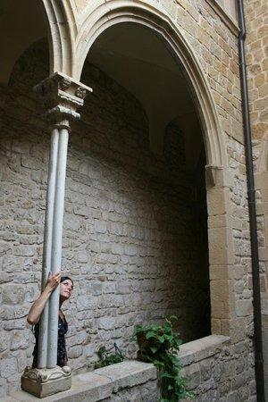 RV Hotel Palau Lo Mirador: Gothic courtyard
