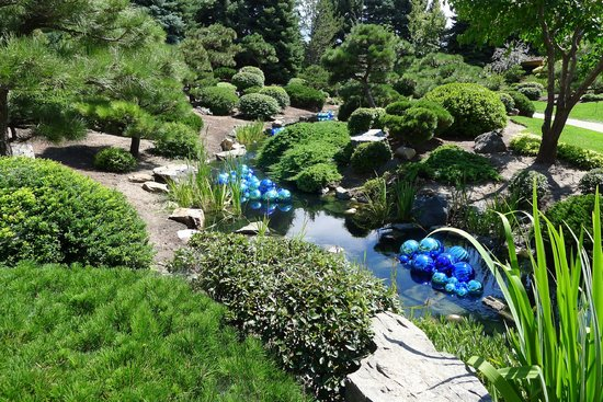 Denver Botanic Gardens: Another view of the Japanese garden with the glass work exhibit