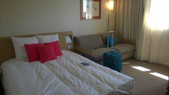 Novotel Caen Cote de Nacre: Large clean spacious room