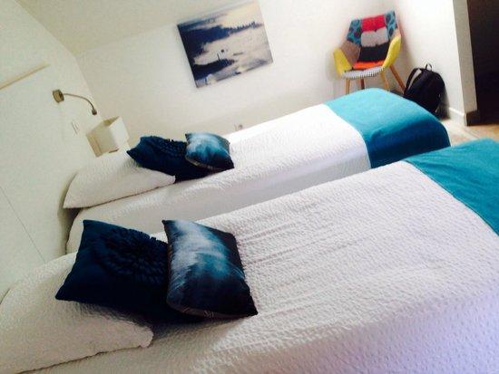 Hotel Au Bon Coin: chambre très agréable à tous les niveaux