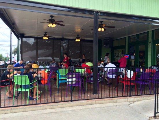 Main Street Cafe : Outdoor patio facing Main
