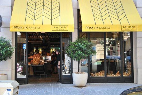 Hotel Praktik Bakery : View from the street