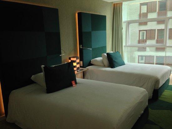 Room Mate Aitana: Double bed room