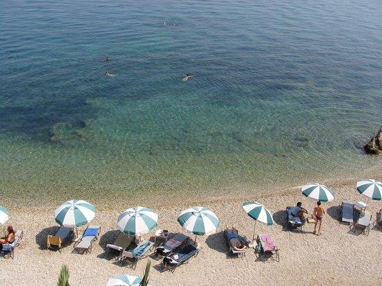 Hotel Corfu Maris Benitses: пляж