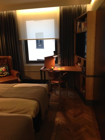 The Hoxton, Shoreditch : bedroom