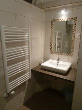 K9 Residence : Sink area in bathroom...again very clean