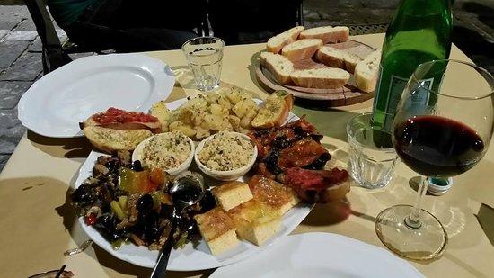 Cantina Modica: Piatto di assaggi per due