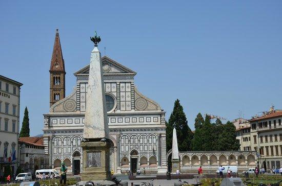 Grand Hotel Minerva: Praça onde se localiza o hotel/ Santa Maria Novella