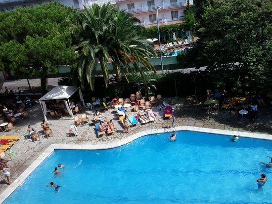 Gran Hotel Don Juan: la piscina.
