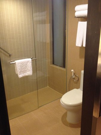 Holiday Inn Resort Phuket: Clean toilet