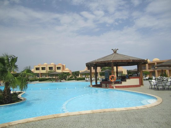 Piscina foto di wadi lahmy azur resort marsa alam for Piscina giussano