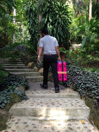 Pakasai Resort: Avoid suitcase as there's a number of staircase towards to room and is up the slope