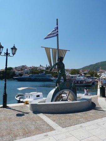 Villa Apollon Skiathos: Port area during the day
