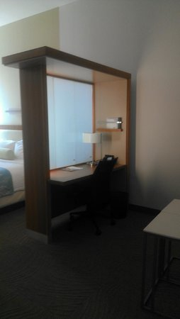 SpringHill Suites Enid: Desk room divider with plenty of plugins for chargers!