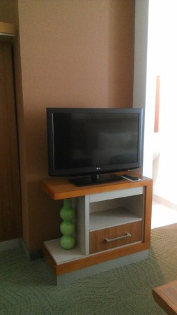 SpringHill Suites Enid: Flatscreen TV that could be viewed from livingroom or bedroom.