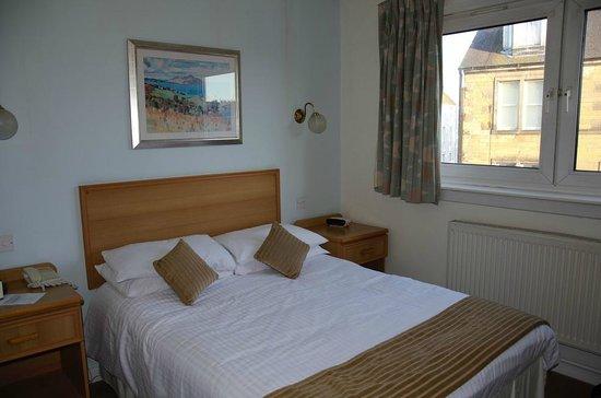 "New County Hotel: chambre ""standard"""