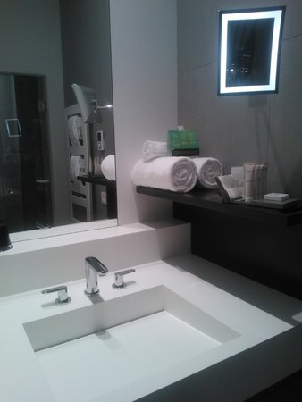 Hotel D : Bathroom sink