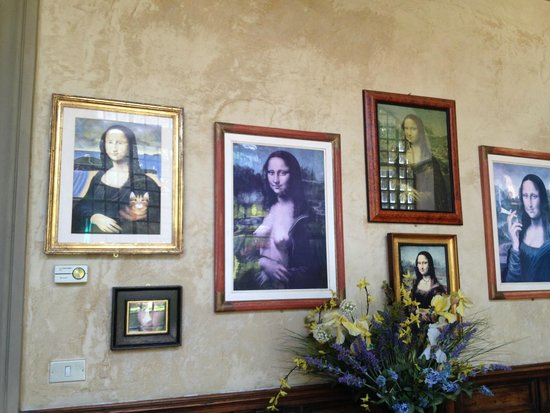 Hotel Monna Lisa: Various Mona Lisa's