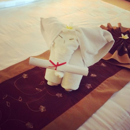 Ivory Resort Seminyak: Towel art