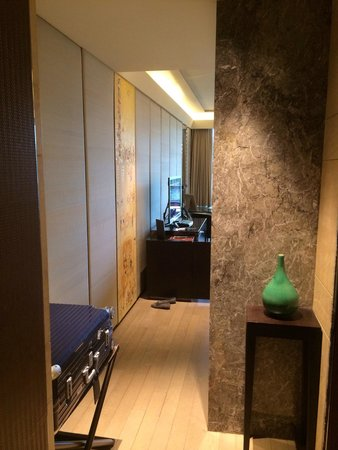 Siam Kempinski Hotel Bangkok: Very clean and good impression when first step in this hotel.