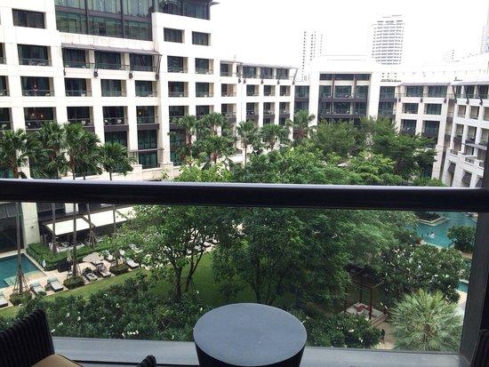 Siam Kempinski Hotel Bangkok: Very good pool view and have balcony.