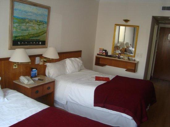 Hotel Dolmen: Foto do quarto 1105, camas twin mega espaçosas e confortáveis.