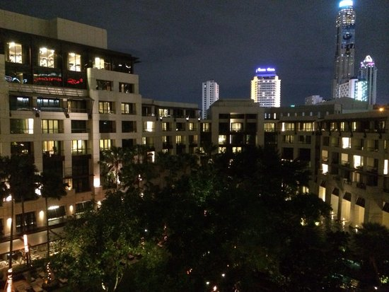 Siam Kempinski Hotel Bangkok: Night view from the room's balcony, u will know what's your meaning of life when u stay in Kempi