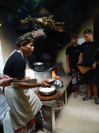 Lobong Culinary Experience: rice steaming