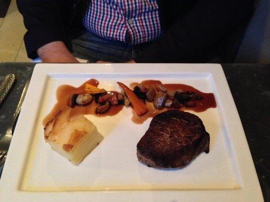 Victuals & Co: Main - steak