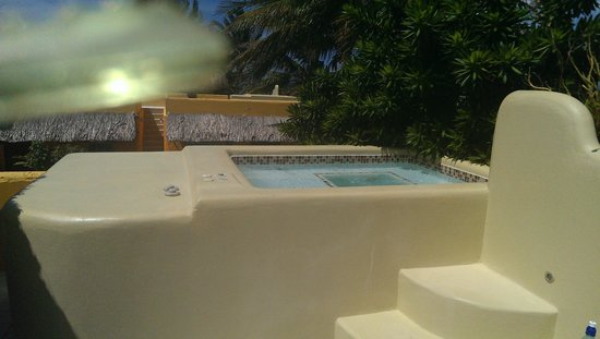 Seaside Cabanas: Private rooftop  jacuzzi
